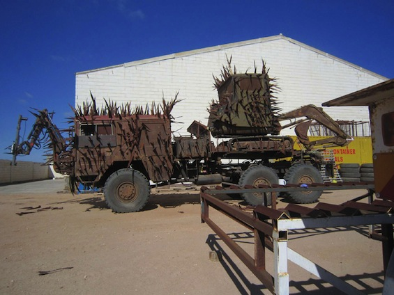 mad-max-fury-road-photos-spiked-truck
